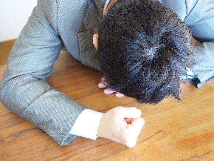 「悔しがる男」の画像検索結果