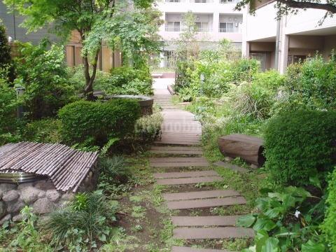 アーベインビオ川崎>中庭