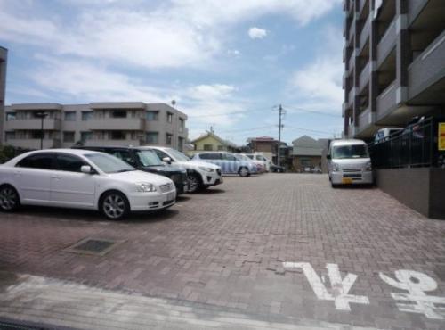 パーシモンフィールド>駐車場