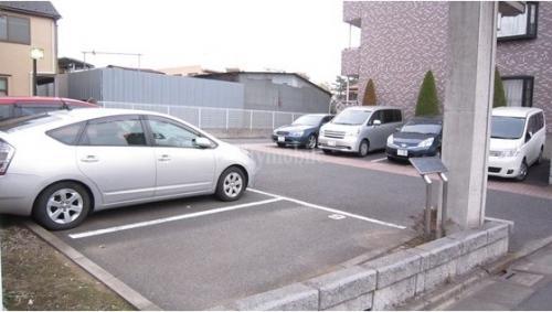 リバーグレース>駐車場