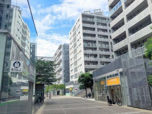 東雲キャナルコートCODAN>敷地内歩道と管理サービス事務所