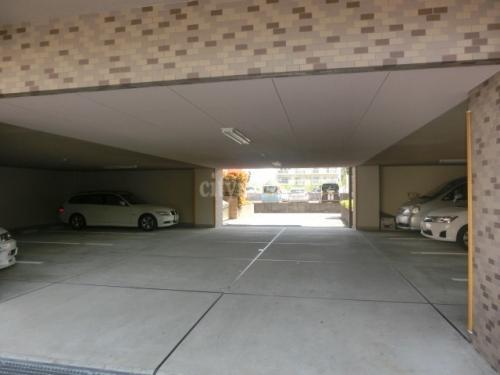リバーサイド・ヴィラ>駐車場