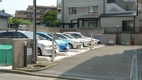 クレアージュ大倉山>駐車場