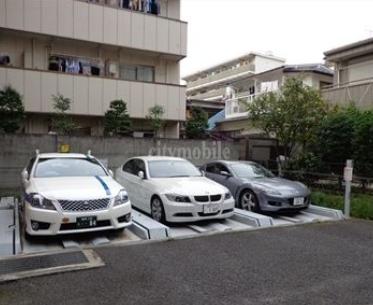 小日向マンション>駐車場