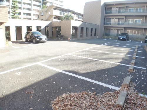 アヴニール深沢>駐車場