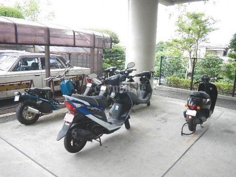 シャトーサンハイム>バイク置き場