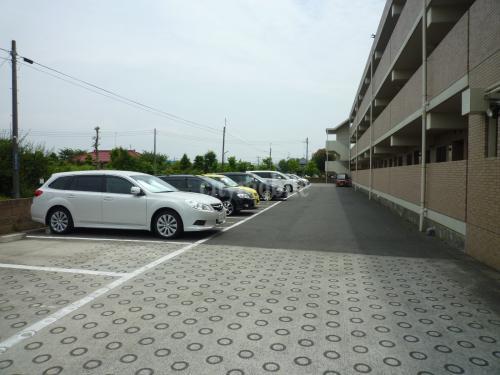 ルミエール泉>駐車場