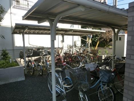 クレール・赤塚>駐輪場