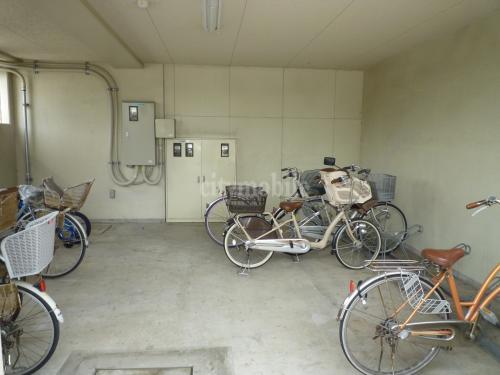 ルミエール泉>駐輪場