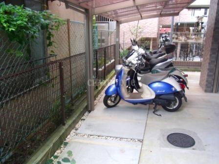 りせ・せきぐち>バイク置き場