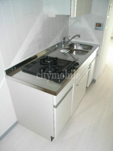 こもれび東神田>少し低い設計のキッチン