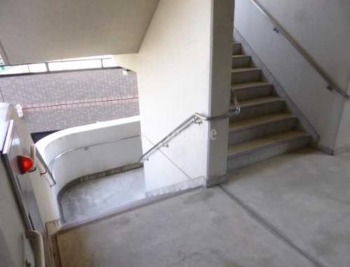 第二ミツルマンション>階段