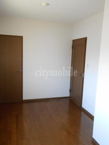 カラコレス>洋室
