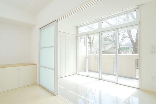 コンフォール鶴瀬>洋室