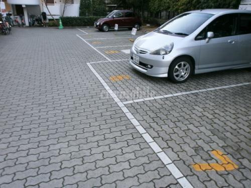 エステート北新宿>駐車場
