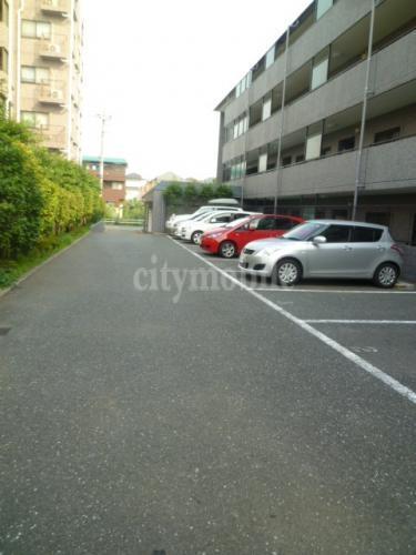 ランドゥール・三園>駐車場